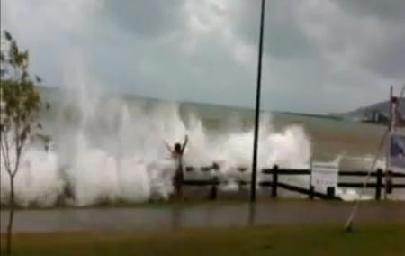 Cyclone Yasi surge