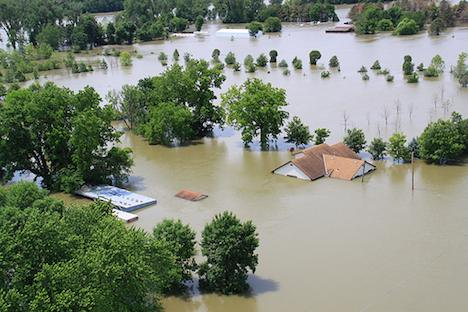 Missouri River in flood – 2011