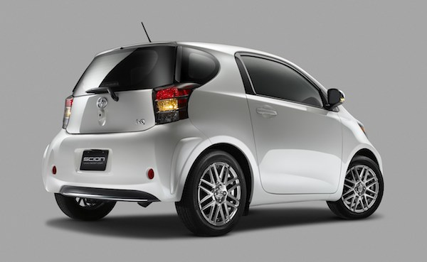Toyota electric Scion iQ - rear