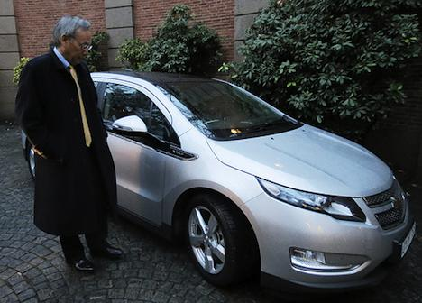 Steven Chu with a Chevy Volt