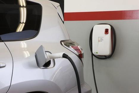 Toyota Rav 4 – Charging