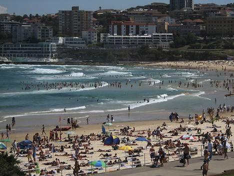 Sunny Bondi Beach, Sydney