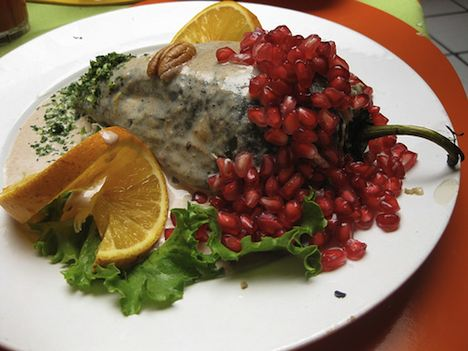 Vegetarian Chiles en Nogada